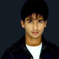 Shahid Kapoor Stalked by an Older Woman