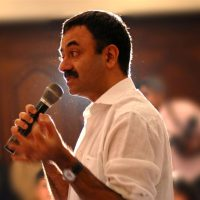 Rajkumar Hirani to Make Munnabhai Chale America
