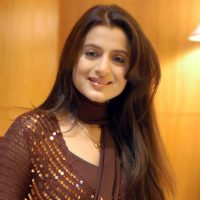 Amisha Patel Breaks Up With Karnav, to Focus on Her Career