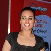 Akshay Kumar and Sonakshi Sinha to Star in Joker