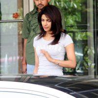 Priyanka Chopra Takes Potshots on Kareena Kapoor on Koffee With Karan