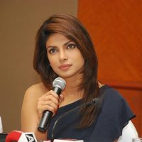 Priyanka Chopra Keeps Mum about Linkups with SRK